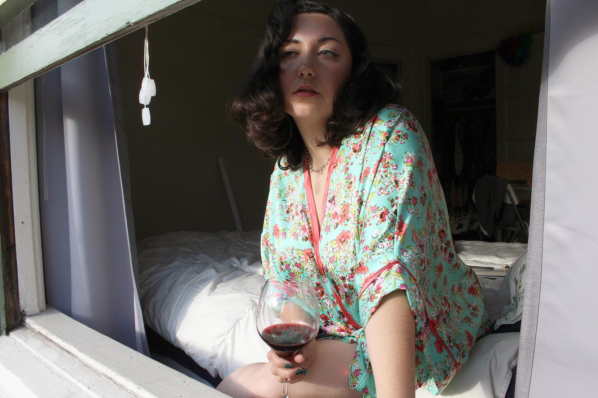 Wine afternoon in my Seamwork Almada Robe | @vintageontap