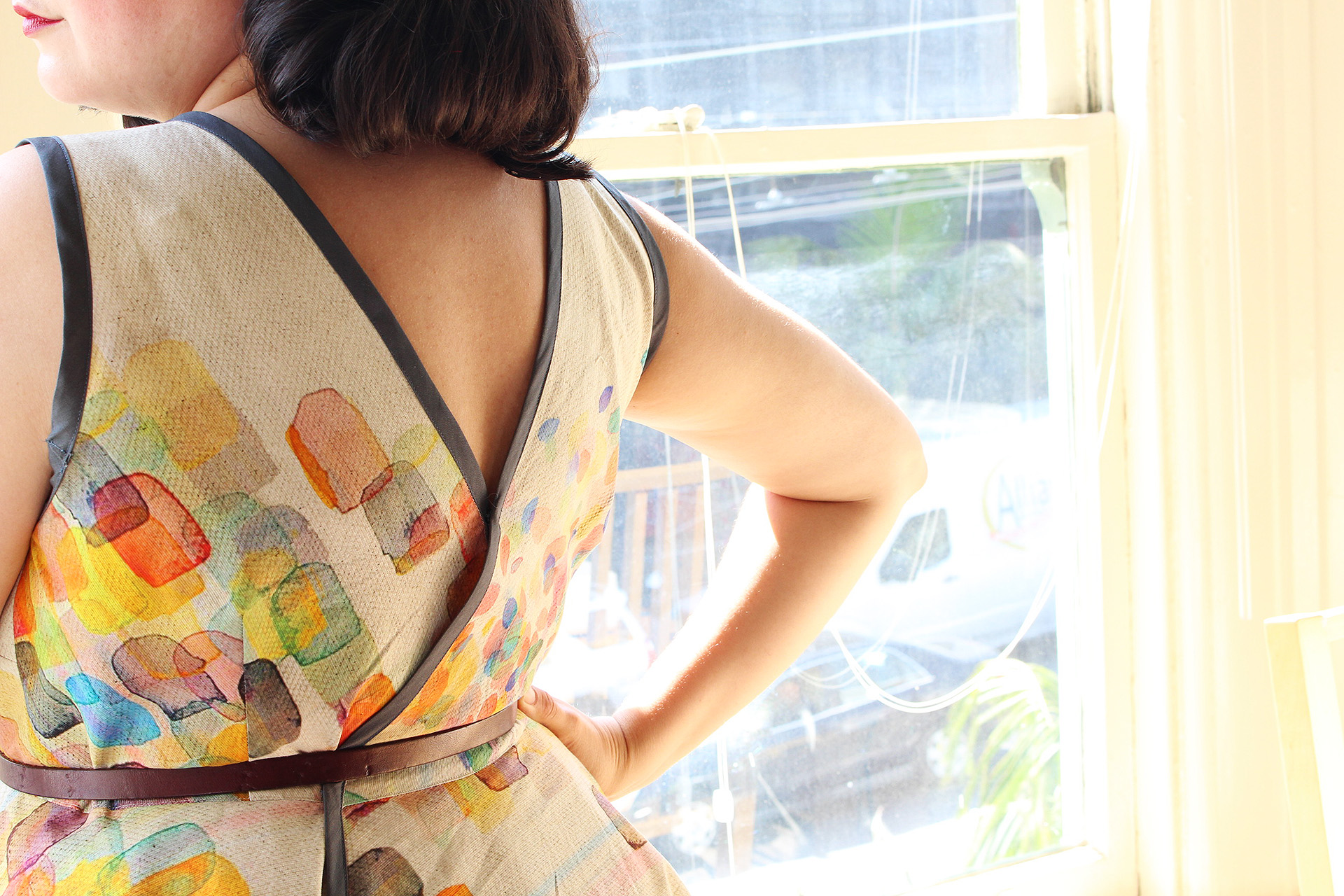 Back view of Simplicity 8085, bias binding and Britex Fabric watercolor Italian cotton | @vintageontap