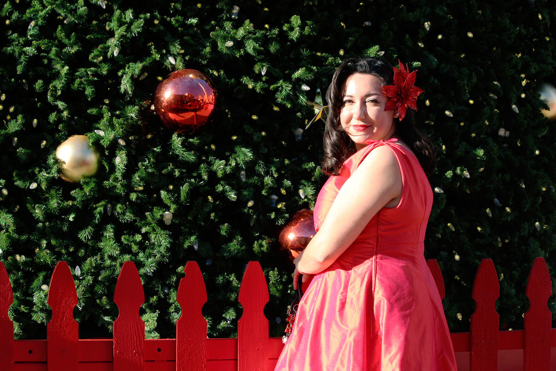Butterick B5603 Pinup dress, Union Square Christmas Tree | @VintageonTap