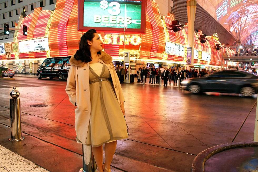 Simplicity 8252, vintage fur coat, pinup girl in Las Vegas | @vintageontap