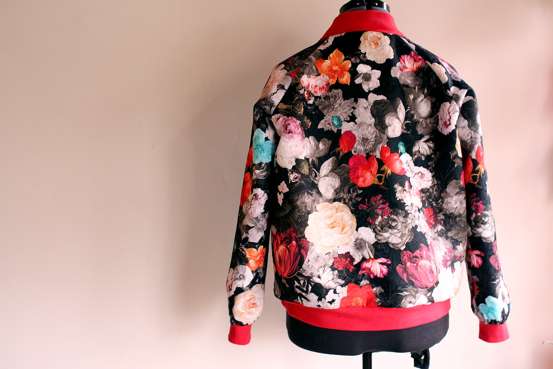 Back view of the completed Rockabilly Bomber sewn with the Rigel Bomber pattern | @VintageonTap