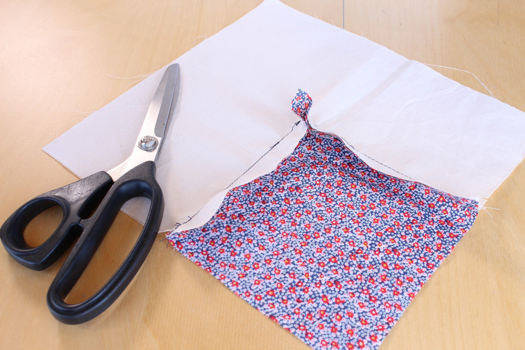 How to Sew a Corner Seam, back of fabric | Vintage on Tap