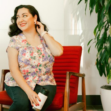 Sewing vintage 1950s blouses is easier than you think. Learn how to make a beautiful blouse for yourself.