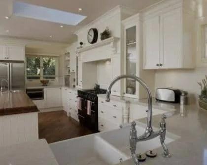 Remodelações de cozinhas com recuperação de móveis rústicos.