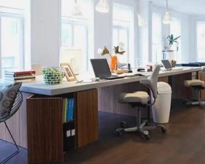 Remodelações de escritórios com pavimento flutuante.