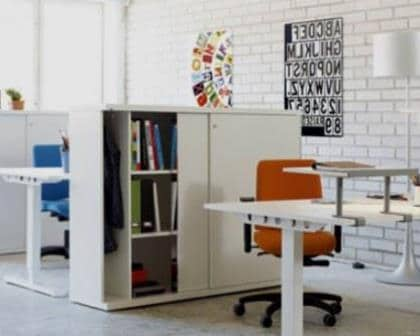 Remodelações de escritórios com utilização de armário como divisória.