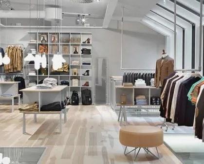 Remodelações de lojas com pavimento em madeira.