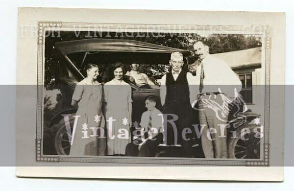 1927 family with Model T car