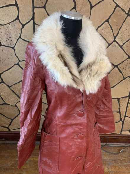 Vintage 70s fur trimmed coat
