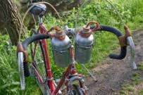 Handlebar-bottle-holders-and-alloy-bottles