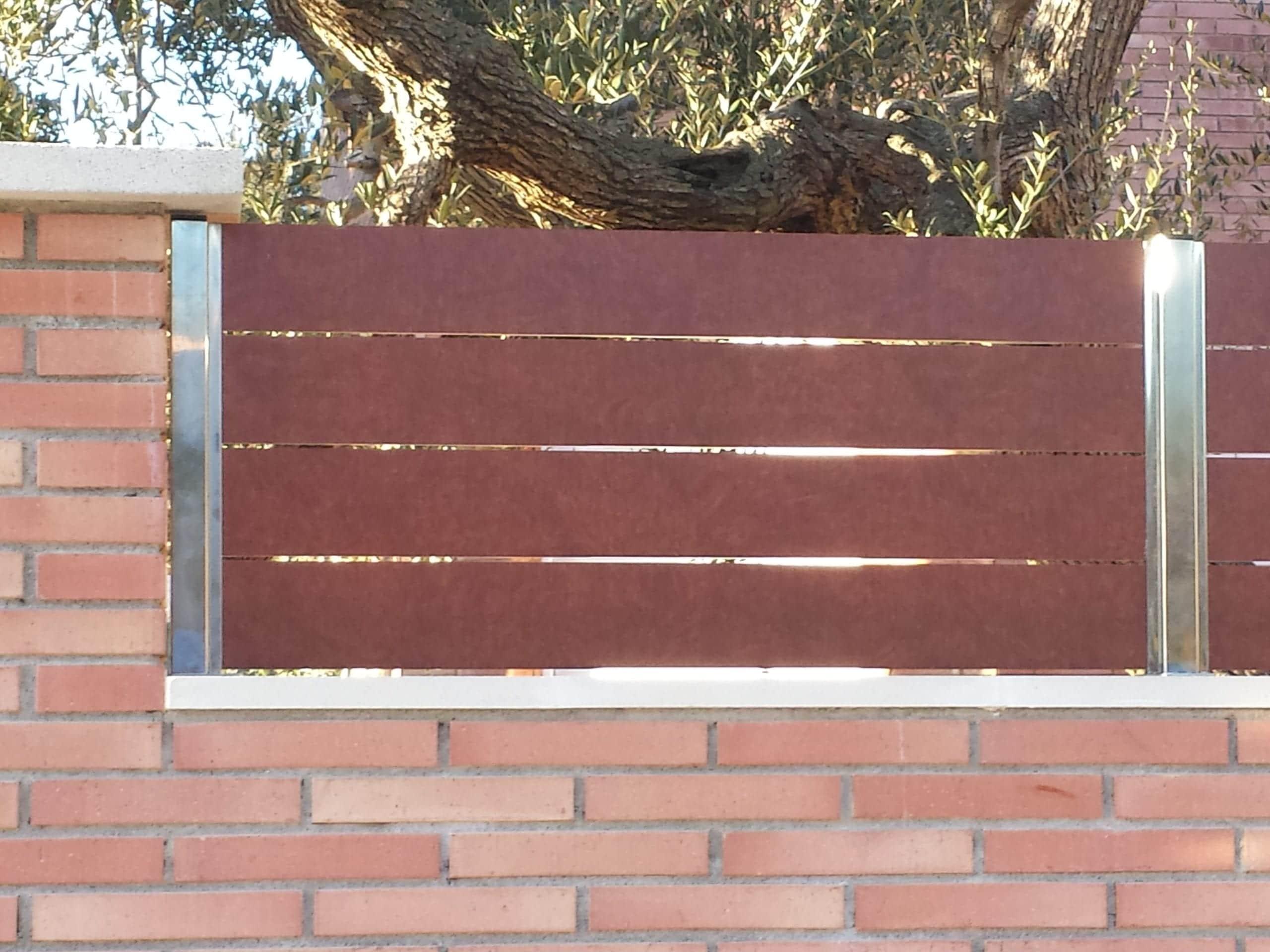 Vinuesa vallas cercados lamas imitaci n madera compacto - Vallas y cerramientos ...
