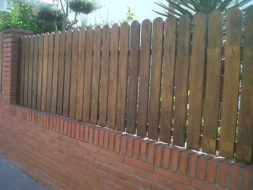 Vinuesa vallas cercados valla de ocultaci n con verja de - Valla madera jardin ...