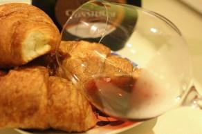 croissants&wine