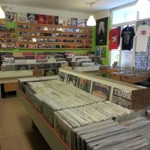 Platten, CDs und Shirts - große Auswahl bei Rekomando