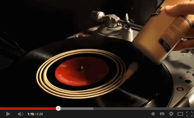 Vinyl reinigen mit Holzkleber