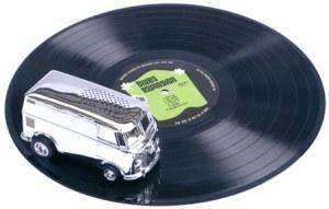 Vinyl Killer: VW Bus auf Schallplatte