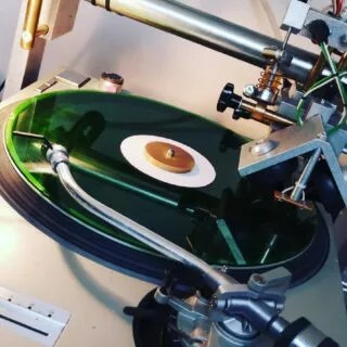 She fell behind the table and lay there for 2 years. Yesterday was her day! She has found a client, has been cut and enjoys music.  #lostrecord #lost #and #found #record #blank #12inch #transparent #green #lostandfound #lathecutrecords #dubplate #dubplatesession #cut #vinyligclub
