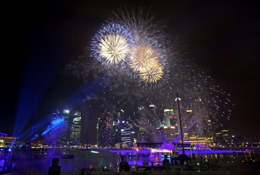 new-year-fireworks-singapore-010113