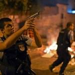 230058-rio-favella-clashes-afp