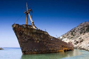 Haunting-Shipwrecks-Around-the-World20