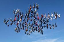 Amazing-138-Skydivers-1-snowflake-world-record-1046