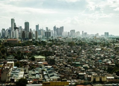 Poverty-Manila-shantytown-credit-Chris-Rusanowsky-e1371761430315