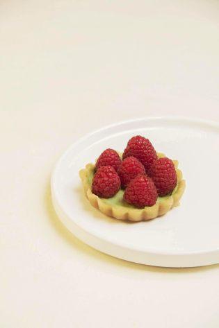 tarte matcha raspberry