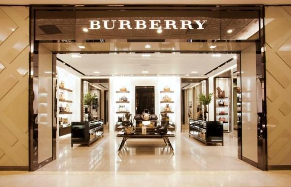 Burberry's simplicity in Visual merchandising (1/5)