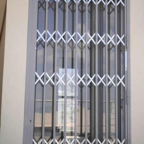 Instalación de rejas de seguridad extraíbles Viometaloumin.