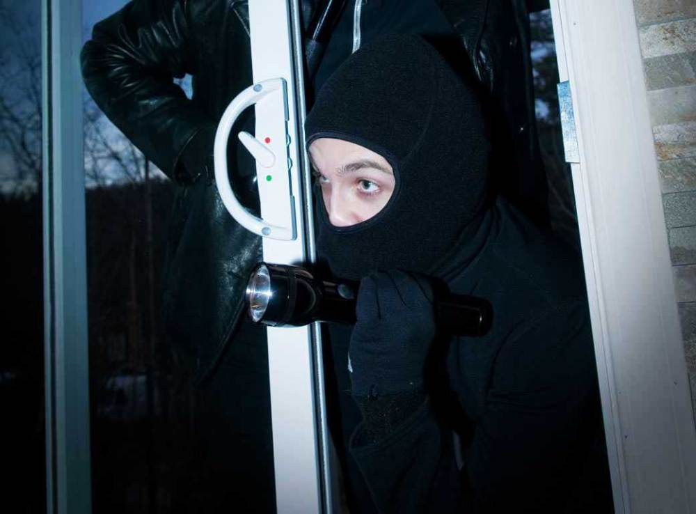Heavily armed bandits 'prefer' seniors' residences