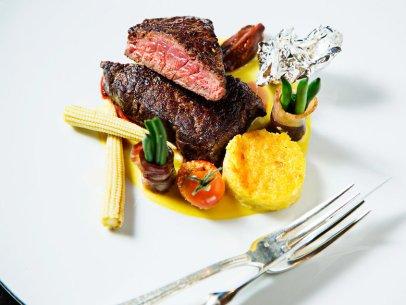 """Bison-Steak steht im Restaurant """"Plume"""" im Jefferson Hotel auf der Speisekarte. Das Restaurant wurde mit einem Michelin-Stern ausgezeichnet."""