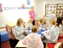 Ein Spaß für Kinder, Jugendliche und abends auch für Erwachsene- die SchokoWerkstatt