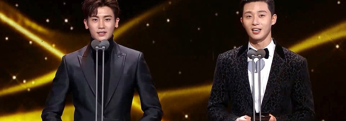 Park Seo Joon & Park Hyungsik from Hwarang presents an award [2016 KBS Drama Awards/2017.01.03]