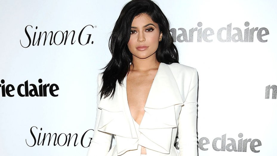 "Kylie Jenner Warns Fans Against Fake Kylie Cosmetics Website Using ""Dangerous"" Ingredients"
