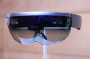 Researchers say low-res 3D tracking limits AR glasses' use in surgery