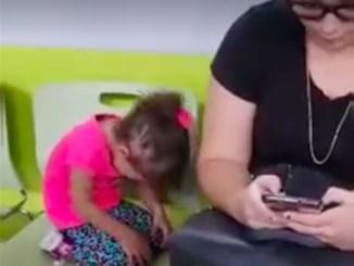 pige græder mor er ligeglad