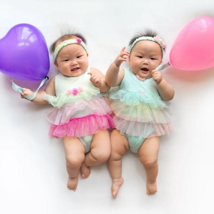 29-twins-in-light-dress