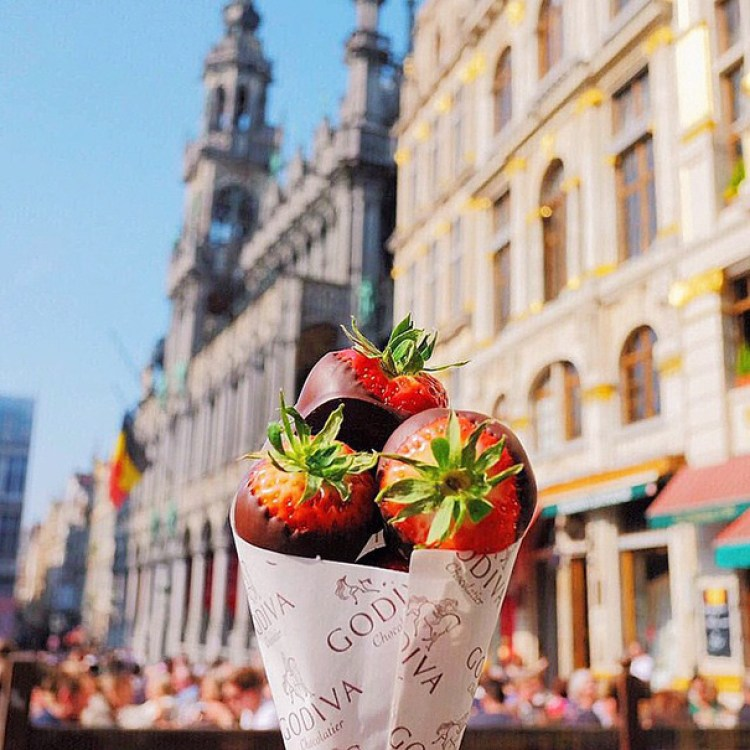 3-strawberries-dipped-in-chocolate-belgium