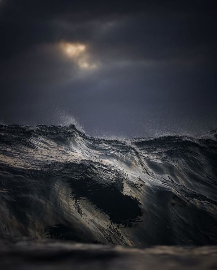 wave-photography-lloyd-meudell-3-5836b7e837f7e__700