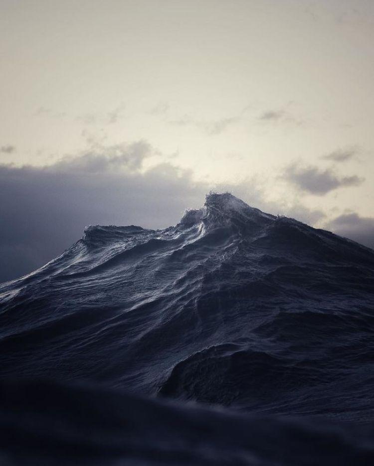 wave-photography-lloyd-meudell-4-5836b7eb1907f__700