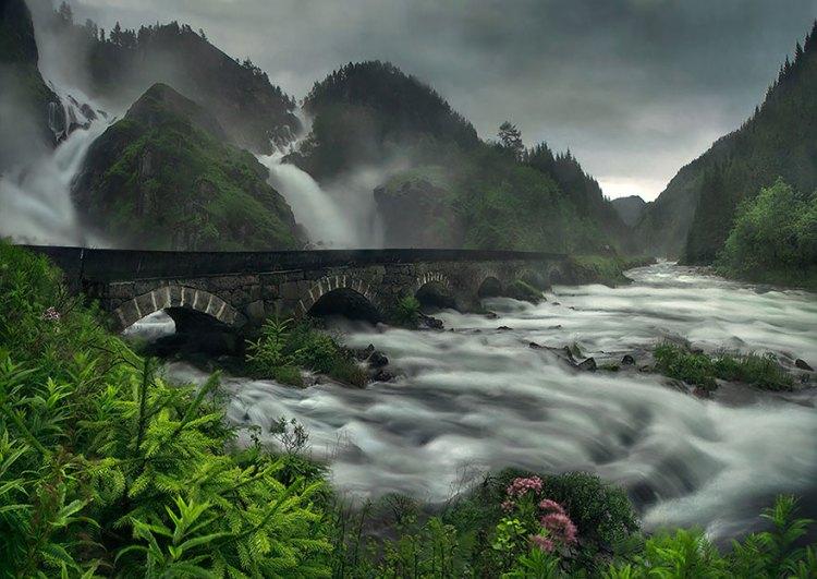 3-bridge-over-latefossen-waterfall