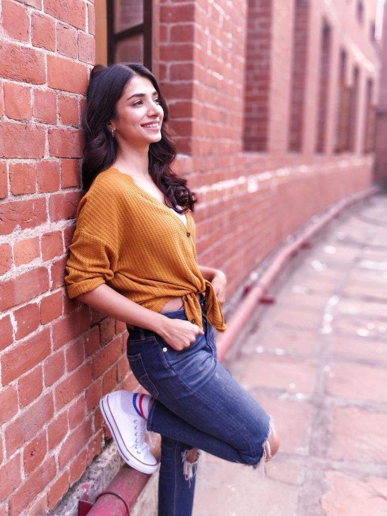 Charm in the frontend, Gloominess in the backend! Actress Malhar Rathod