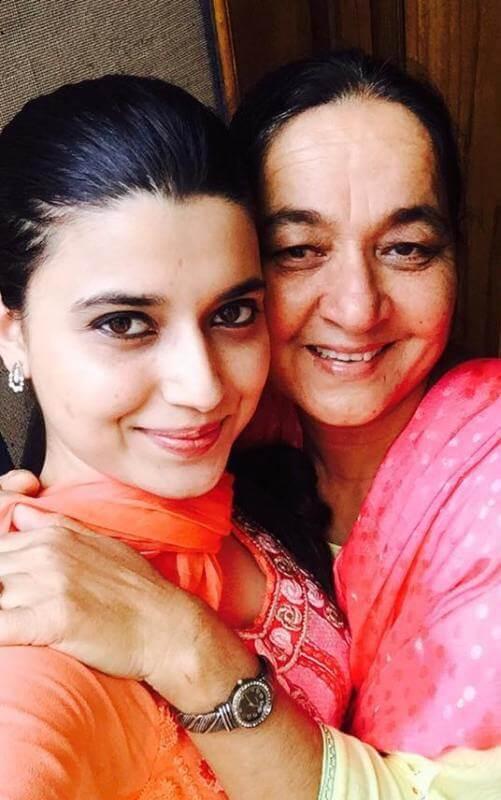 Nimrat Khaira with her mother