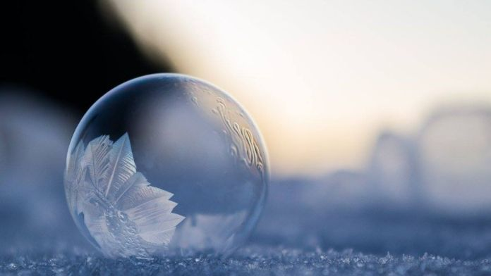 This Is What Happens When You Blow Soap Bubbles at -9°C (15,8°F)