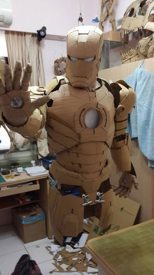 Kartonnen iron man
