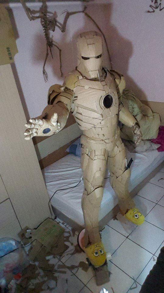 iron man van karton gemaakt