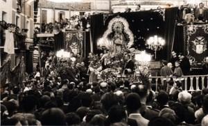 Imposición del bastón de Alcaldesa en el año 1954 al no prosperar la iniciativa de Coronación