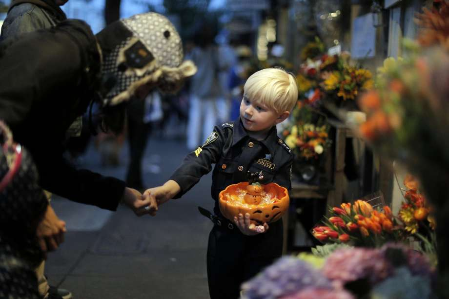These Are the Best Neighborhoods for Trick-or-Treating in Hampton Roads