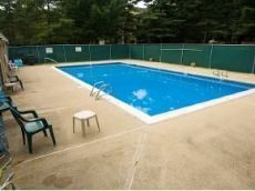 3-10 Autumn Leaf Dr Nashua NH 03060 pool