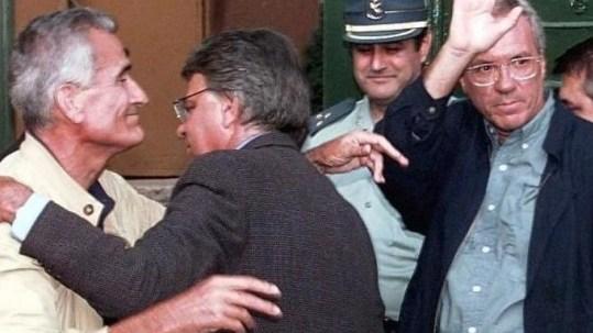 Vera y Barrinuevo entrando en prisión